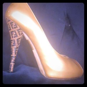 Fendi high heels in gold pattern